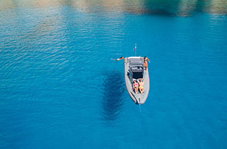 Private daily cruises in the Cyclades islands with a RIB boat